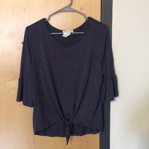 Tops - Purple blouse with flowy sleeves